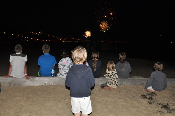 Kids_fireworks_beach